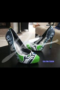 Seahawks shoes. Love these pumps.