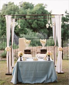 I would love to something cute like this for the Sweetheart table