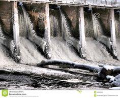 frozen-dam-electrical-durin-winter-water-still-flowing-ice-42863920.jpg (1300×1065)