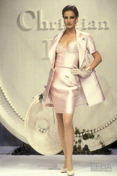 Christian Dior Designer, Christian Dior Couture, Christian Dior Vintage, Dior Haute Couture, Couture Fashion, Christian Siriano, Fashion 90s, Runway Fashion, Fashion Show