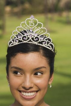 One of the gifts that a quinceanera receives is a tiara. She also is given a bible, a doll, and a pair of shoes. Quinceanera Dances, Quinceanera Traditions, Quinceanera Party, Sweet Fifteen, Sweet 15, Sweet 16 Photos, Surprise Dance, Sweet 16 Themes, Hispanic Culture