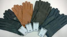 Mănușile din piele sunt un accesoriu vestimentar, dar și funcțional.  Seroussi vă oferă mănuși simple, dar moderne, perfecte pentru combinații elegante sau smart-casual, în funcție de tipul și culoarea acestora și în funcție de paltonul sau pardesiul ales.  Culorile disponibile sunt: negru, marou, bej și albastru închis. Compoziție: 100% piele și 100% lână în interior. Smart Casual, Gloves, Leather, Accessories, Fashion, Moda, Fashion Styles, Fashion Illustrations, Mittens