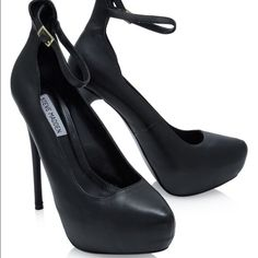 Steve Madden Larsa Pumps Black leather Pump with an ankle strap. Heel is 5 inch with 1 inch platform. Plain gorgeous! Steve Madden Shoes Heels