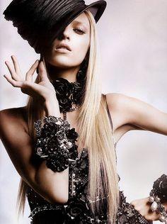 ZsaZsa Bellagio – Like No Other: noir.
