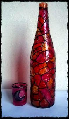 Botellas recicladas y pintadas por Mia Morello