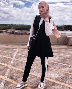 Street Hijab Fashion, Muslim Fashion, Modest Fashion, Fashion Outfits, Hijab Casual, Casual Winter Outfits, Hijab Outfit, Modele Hijab, Sporty Style