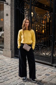 Wide Leg Pants Complete Style Guide For Women 2020 Wide Pants Outfit, Vans Outfit, Wide Trousers, Wide Leg Pants, Wide Legs, Look Retro, Corduroy Pants, Winter Wardrobe, Sweater Outfits