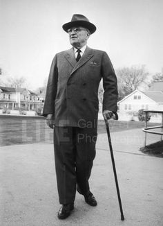 Harry S. Truman, Walking with Cane (© Alfred Eisenstaedt)