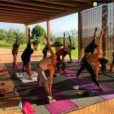 Yoga class! thanks to @theglobalrunway !  #tuscanfitness #yogaeverywhere #yoga #yogaretreat #lovingyoga #yogisofinstagram #tuscanyyogaretreat #yogaitalia #yogaitaly #cavriglia #toscana #chiantishire Visualizza traduzione