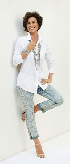 Casual Looks para mulheres 50 anos e - Awsome Shirts - Ideas of Awsome Shirts - Springs Top Story: Effortless White Shirt. Over 60 Fashion, Over 50 Womens Fashion, Fashion Over 50, Fashion Tips, Fashion Trends, Fashion Websites, Fashion Ideas, Mature Fashion, Women's Fashion