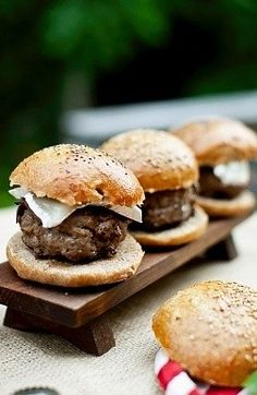 Airfryer: cook 3 medium burgers for about 15 minutes 180 degrees. They come out cooked evenly and tasting beautiful.