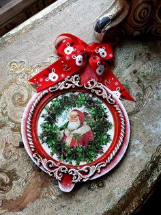 Gold Christmas Ornaments, Christmas Decoupage, Gold Christmas Decorations, Christmas Themes, Christmas Crafts, Decopage, Country Christmas, Holiday, Holiday Ornaments