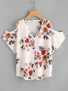 Shop V Neckline Open Shoulder Calico Print Top online. SheIn offers V Neckline Open Shoulder Calico Print Top & more to fit your fashionable needs. Latest Fashion For Women, Trendy Fashion, Womens Fashion, Fashion Black, Fashion Fashion, Fashion Ideas, Vintage Fashion, Jumpsuits For Women, Blouses For Women
