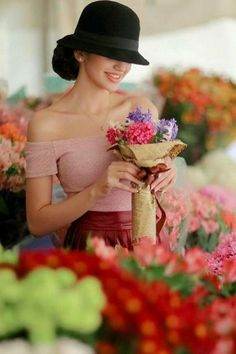 Girls With Flowers, Love Flowers, Beautiful Flowers, Portrait Photography, Fashion Photography, She's A Lady, Girls Dpz, Lany, Belle Photo