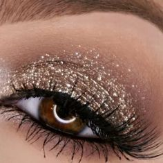 Magnificent Metals Glitter & Glow Liquid Eye Shadow SET/6Color Glitter Makeup, Glitter Eyeshadow, Eyeshadow Looks, Metallic Makeup, Makeup Inspo, Makeup Inspiration, Makeup Tips, Makeup Ideas, Makeup Products
