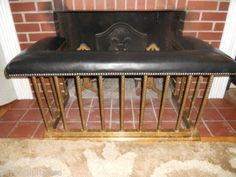 ANTIQUE-ENGLISH-BRASS-CLUB-FENDER-FIREPLACE-SEAT-BENCH-1890-LEATHER-SEAT