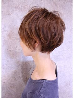 Barely a bob hairstyle XD Short Layered Haircuts, Cool Short Hairstyles, Hairstyles Haircuts, Pretty Hairstyles, Short Hair With Bangs, Short Hair Cuts, Short Hair Styles, Short Platinum Hair, Corte Y Color