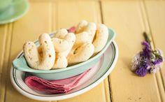 Parece um pão de queijo compridinho, não é? Rita Lobo ensina a fazer chipa, vem ver!
