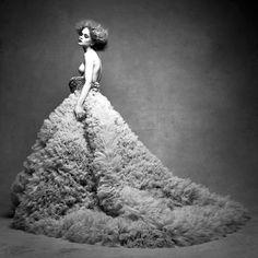 fashionablesins: Rosie Tupper by Patrick Demarchelier Vogue Fashion, Fashion Shoot, Fashion Week, Fashion Art, Editorial Fashion, Fashion Beauty, Dress Fashion, Couture Fashion, Runway Fashion