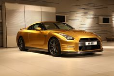 """Usain Bolt """"Goes for Gold"""" with Nissan"""