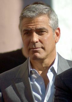 �Vida de solteiro cansa. � s� perguntar para o ator americano� George Clooney .O vencedor do �Oscar� ficou noivo de �Amal Alamuddin.A noiva de Mr. Clooney � advogada especializada em Direitos Humanos.�jQuery( document ).ready( function( $){$(