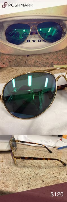 Oakley Feedback Aviators Good condition few scratches but barely noticeable. Bought about 8 months ago. Blue to green polarized lenses. Oakley Accessories Sunglasses