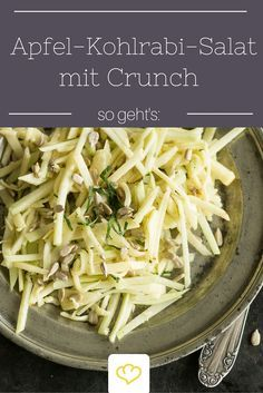 Der hat Biss! Knackiger Kohlrabi mit Apfelspalten, Käse und Sonnenblumenkernen. Ein Salat, den man immer machen will!
