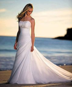 wedding dress perfect for a beach wedding