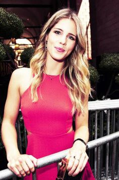 (Emily Bett Rickards from the show Arrow) her hair is so pretty. I would love to dress like her every day!!