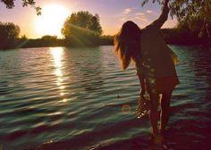 Alone, girl, lake, cute, sunset ❤ Summer Dream, Summer Of Love, Summer Breeze, Summer Vibes, 1989 Tour, Alone Girl, Greece Holiday, Hipster Girls, Beautiful World