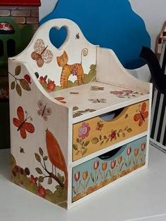 30 Stunning Rustic Wooden Home - Room Dekor 2021 Wooden Plaques, Wooden Boxes, Wooden Signs, Decoupage Box, Decoupage Vintage, Trendy Furniture, Kids Furniture, Coat Rack With Storage, Painted Chairs