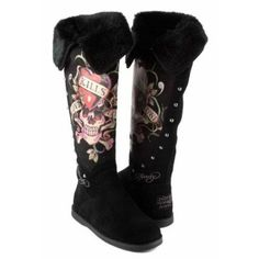Ed Hardy Snowblazer Suede Boots. I want a pair of these! Christian Audigier, On Shoes, Me Too Shoes, Bling Shoes, Skull Fashion, Walk This Way, Suede Boots, Swagg, Nylons