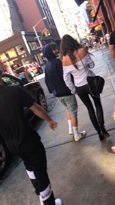 """""""Original pic of Louis and Eleanor in New York (July [x] """" Eleanor Calder Style, Louis And Eleanor, Sophia Smith, Recent News, Louis Tomlinson, Style Guides, Girlfriends, The Originals, Inspiration"""