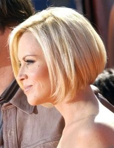 awesome Jenny mccarthy bob haircut back view Wedge Hairstyles, Bob Hairstyles For Fine Hair, Short Hairstyles For Women, Gray Hairstyles, Hairstyles 2016, Short Blonde Haircuts, Short Hair Cuts, Short Hair Styles, Bob Styles