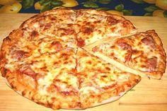 Самая вкусная домашняя пицца. Такую вы не попробуете даже в самой лучшей пиццерии...Необходимые ингредиенты:..— 350г муки.— 1 чайная ложка сахара.— 3 ст. ложки оливкового масла (или любое другое).— 2 чайных ложки сухих дрожжей.— 225 мл. воды ...