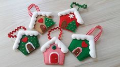 Handmade Christmas Decorations, Felt Decorations, Felt Christmas Ornaments, Noel Christmas, Christmas Candles, Diy Arts And Crafts, Felt Crafts, Christmas Crafts, Homemade Gift Baskets