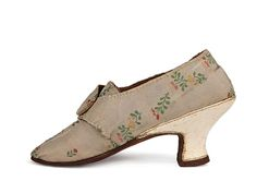 Cream silk white leather Italian heels shoes with cross-over latchets.  Great Britain. c. 1770-1780