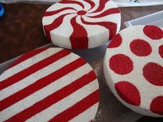 DIY Christmas lollipop decorations -- I am going to put it on a pvc pipe, wrap it in cellophane and line my driveway and side walk with these. It's just styrofoam circles painted to look like this! I wanna add green in with the red, too! Lollipop Decorations, Xmas Decorations, Outdoor Decorations, Peppermint Christmas Decorations, Christmas Projects, Holiday Crafts, Holiday Fun, Holiday Decor, Big Lollipops