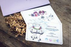 Мы приберегли этот свадебный набор, который совсем недавно грелся на лесной опушке, а теперь красуется перед вами. Пригласительные, карты проезда, дресс код, а также программа мероприятий выполнены цифровой печатью. Конверты из дизайнерской бумаги с персонализацией высокой печатью. #высокаяпечать #пригласительные #свадьба #конверты #свадьба #letterpress #wedding #invitation #6hands #приглашение