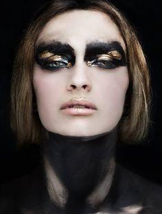 creative makeup black gold - Makeup Looks Dramatic Makeup Black, Gold Makeup, Makeup Art, Hair Makeup, Makeup Glowy, Makeup Light, Makeup Eyeshadow, Make Up Looks, Make Up Inspiration