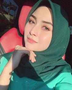 Selamat pagi Instagram,smoga hari ini lebih indah dari semalam 🌕 Beautiful Hijab Girl, Beautiful Muslim Women, Beautiful Ladies, Turban Hijab, Hijab Dress, Hijab Niqab, Casual Hijab Outfit, Hijab Chic, Hijabi Girl