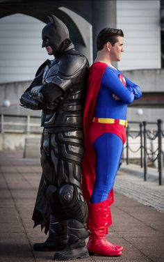Batman & Superman cosplay at MCM Comic Con 2013 Batman Cosplay, Dc Cosplay, Comic Con Cosplay, Superman Costumes, Best Cosplay, Batgirl And Robin, Batman And Batgirl, Cosplay Characters, Amazing Cosplay