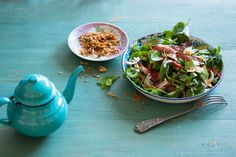Thai beef salad with roasted rice and deep fried shallot dressing recipe : SBS Food Marinated Beef, Braised Beef, Healthy Salads, Healthy Dinner Recipes, Thai Recipes, Savoury Recipes, Mexican Recipes, Beef Recipes, Thermomix