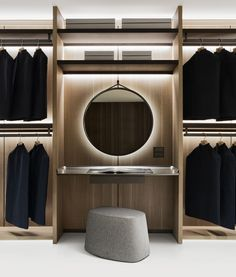 Everything in its right place: Backstage by Antonio Citterio is the most innovative and international solution to the storage problem of traditional wardrobes. Wardrobe Design Bedroom, Bedroom Wardrobe, Modern Bedroom Design, Pax Wardrobe, Wardrobe Storage, Black Wardrobe, Capsule Wardrobe, Luxury Wardrobe, Luxury Closet
