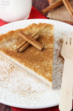 Milk Tart - a traditional South African dessert! Also called Melktert! With flavors of vanilla and cinnamon - so good! South African Desserts, South African Recipes, Pie Recipes, Dessert Recipes, Cooking Recipes, Milk Tart, No Bake Pies, Sweet Tarts, Sugar And Spice