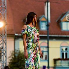 Fashion Days, Shoulder Dress, Studio, Beauty, Dresses, Vestidos, Studios, Dress, Beauty Illustration