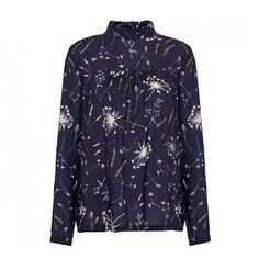 8d49f0ffb5e7 Bluse med print fra Second Female - se vores store udvalg af bluser på  Rasmineshop.dk. Køb online her