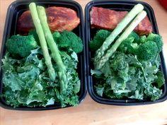 Salmon esparragos, brocoli y kale mmmm delicioso!!