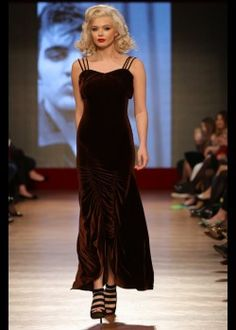Rochie catifea Formal Dresses, Style, Fashion, Tea Length Formal Dresses, Swag, Moda, Formal Gowns, Fashion Styles, Black Tie Dresses