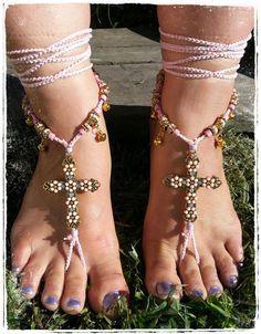 Gorgeous pastel cross barefoot sandals. Barefoot por 10TempleToes